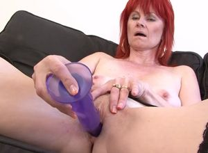 Mature lady pussy